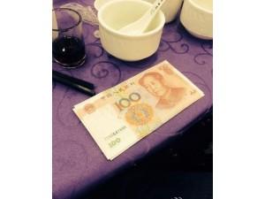 土豪婚宴百元大钞上桌 (4)